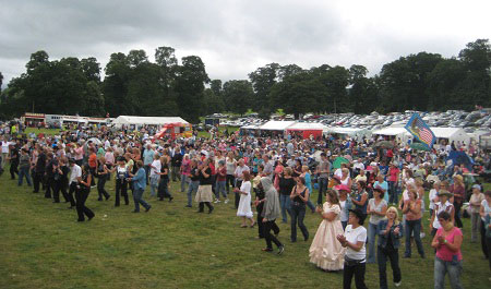 The crowd dancing at Welshpool