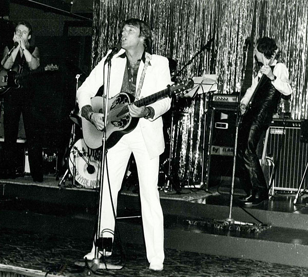Bob Howe, FRANK IFIELD, Steve O'Connell at the Aberdeen Chateau in Geelong, 26th June 1982