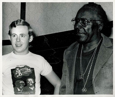 Bob Howe and Sonny Terry - photo by Violette Hamilton