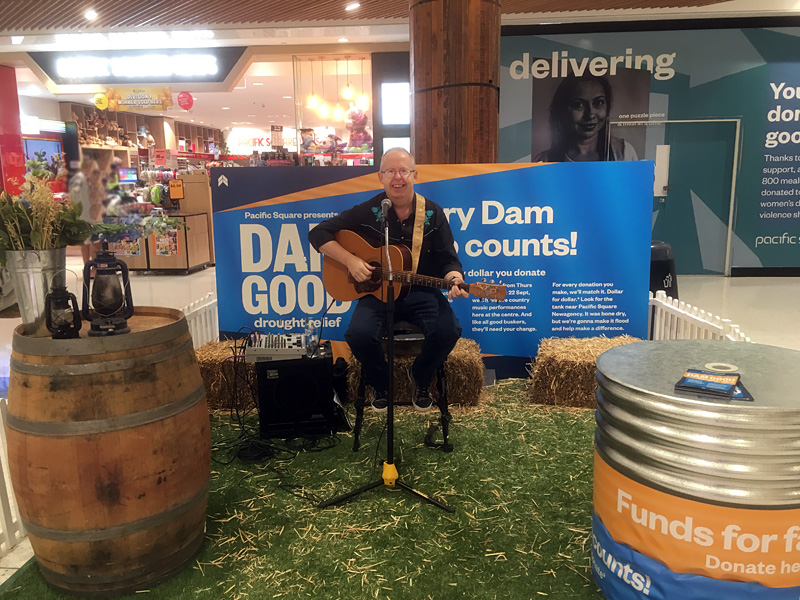 Bob Howe performs for Dam Good Drought Relief