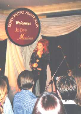 Jo Dee Messina - which hand was that microphone in again?